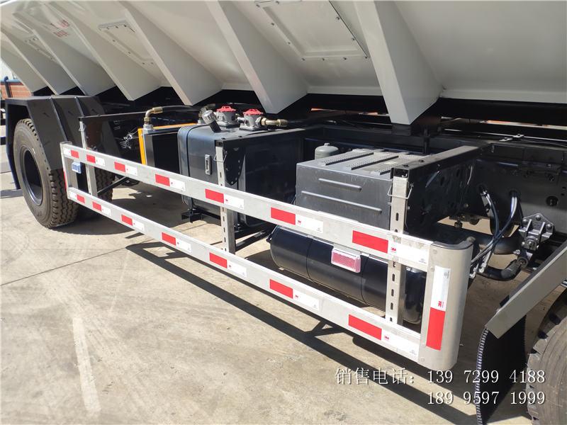 15吨东风饲料车价格-15吨东风饲料车厂家