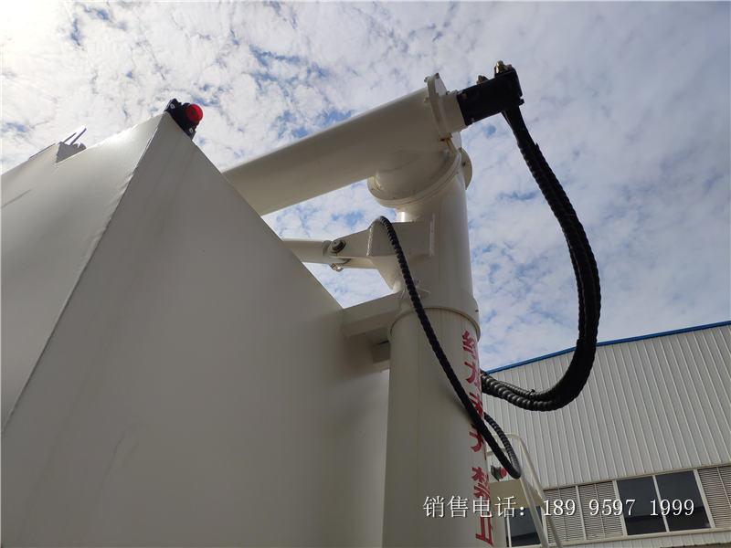 液压17吨东风天锦小三轴散装饲料车厂家报价