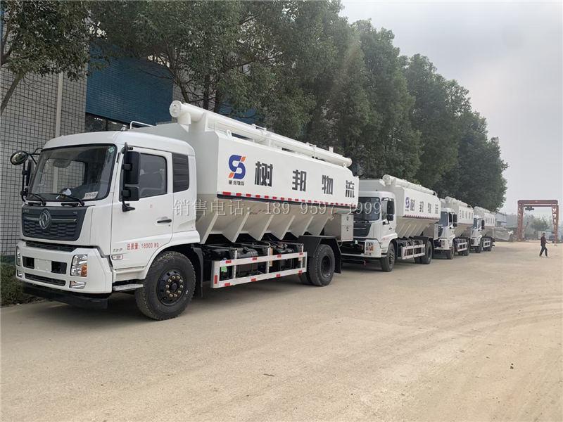 批量液压式13吨东风天锦散装饲料运输车发车