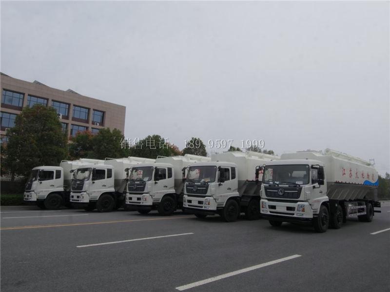 江苏大大地物流定购的5台16吨液压式东风天锦散装饲料运输车发车了
