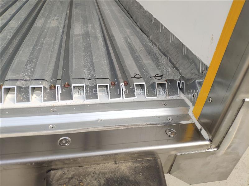 6米8中型重汽豪翰单桥肉钩冷藏车厂家报价参数